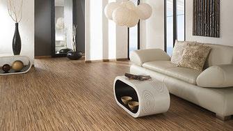 Laminatböden sind in vielen Designs erhältlich: Holz-, Stein- und Metalloptik  © holz-direkt24.com - Wohnhäuser - Einfamilienhäuser - Fußbodenbelag, Bauen, Planen
