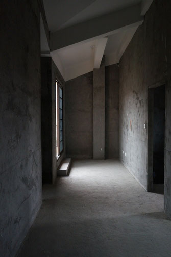 Die Häuser befanden sich ihm Rohbau. Der Mieter übernimmt also gratis für den Vermieter den Innenausbau.