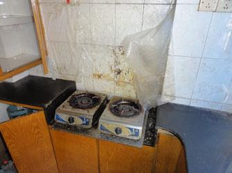 Eine ganz durchschnittliche Küche in einer nicht ganz billigen Mietwohnung vor Einzug.