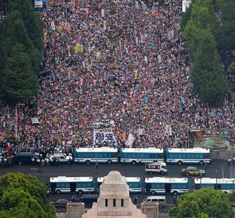 国会議事堂100万人デモ