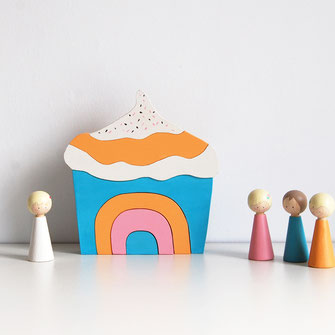 Puzzle en bois pour bébé acupcake, gâteau gourmand bleu et orange. Puzzle unique fabriqué en France.