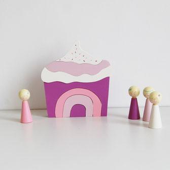 Puzzle en bois pour bébé cupcake, gâteau gourmand rose et violet. Puzzle unique fabriqué en France.