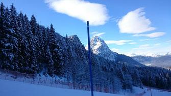 Rennstrecke Garmisch, dahinter die Zugspitze