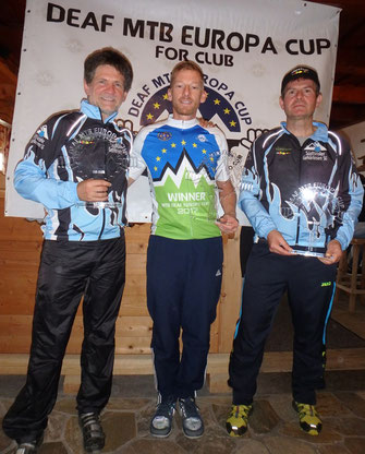 Gesamtwertung Herren +45: 2. Martin Larch, 1. Michel Descornet BEL, 3. Andy Winkler