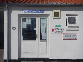 Vagn Olesens Hafenmeisterbude. Am 26.07. 2016 um 07:30 Uhr: 145 Boote