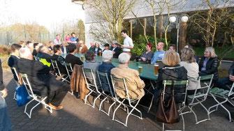 Eine große Runde diskutiert zu einem Thema: Lärmschutz - Foto: SPD