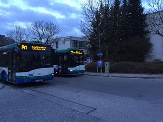 """Neues Ziel: Künftig soll die Buslinie 241 am """"Haselweg/VHS"""" enden."""