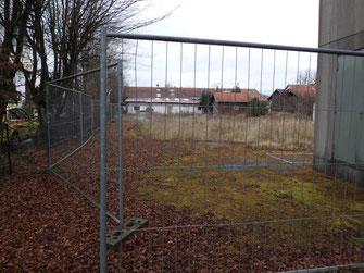 Möglicher Standort einer Flüchtlingsunterkunft: Das verwarloste Grundstück an der Pfarrer-Weidenauer-Straße