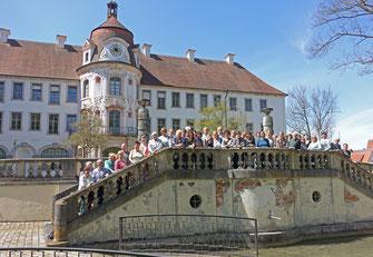 Kammerchor am 1. Mai 2016 vor dem Schloß in Alteglofsheim