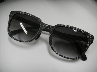 大坂さんに勧められて購入した「Micedraw Tokyo」のサングラス。軽くてかけやすい。