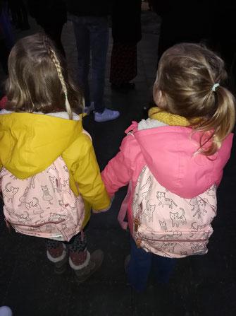 tweeling samen of apart in de klas