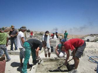Reconstruyendo casas en Palestina.