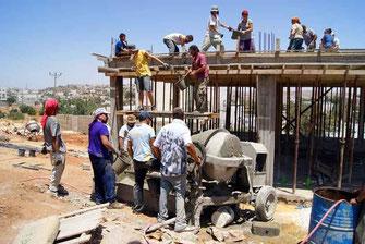 Reconstruyendo casas en Palestina