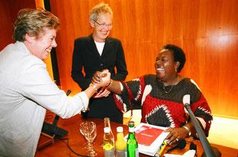 Foto Bild :Lissy Gröner Inge von Bönninghausen  Gertrude Mongella, Weltfrauenkonferenz 95 deutscher Frauenrat