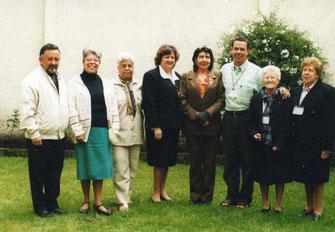 De izquierda a derecha: Enrique Malpic, Irma Estrada, Bertilda Aguas,,Lucy de Dusán, Blanca Nelly Manrique,  Padre Luis Guillermo, Inesita Arias, Sarita de Useche (QEDP).