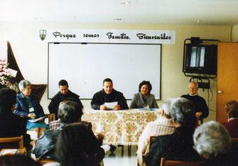 De izquierda a derecha: Irma Estrada, Padre Luis Guillermo, Padre Provincial, Lucy de Dussán, Padre Olegario (QEPD).