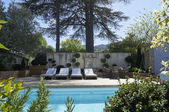 piscine avec vue sur le Luberon