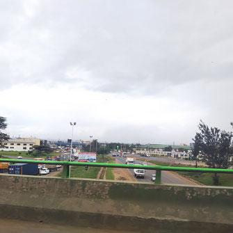 移動中の車から撮影した道路