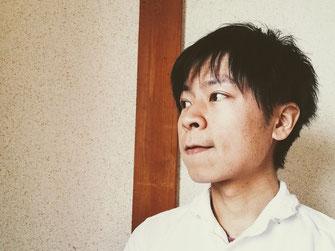 施術者加藤チヒトバストアップ写真