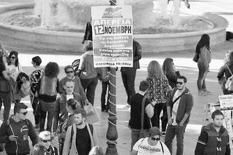 11月12日のゼネストを告示する貼り紙(アテネ)