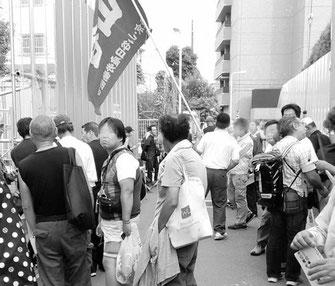 「輪番」求人が行なわれる玉姫職安前で情宣する東京・山日労