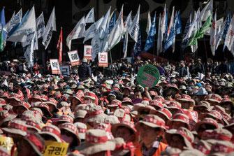 ソウル市庁広場で開催されたゼネスト集会(4月24日)