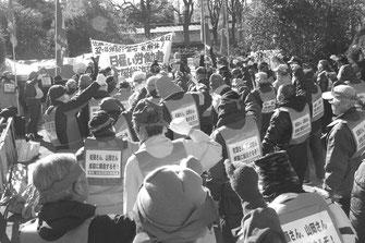 天皇主義右翼ファシスト=金町一家解体の決意を固める労働者(1月14日、山谷)