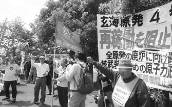 玄海原発のゲート前で4号機再稼働阻止を闘う労働者(6月16日、玄海町)