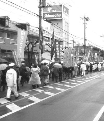 サンケン電気本社に対する抗議デモを闘う労働者(3月26日)