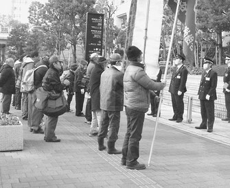 組合旗、ムシロ旗を先頭に、東京都追求行動を闘う