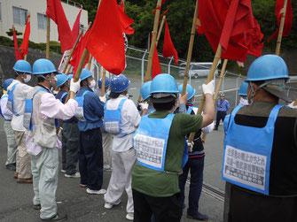 伊方原発正門ゲート前を制圧して再稼働阻止を闘う