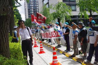 真紅の組合旗を先頭に、国会闘争を闘う東京・山日労