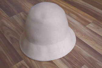 A woolen hat to be transformed into a Regency hat (© Nina Möller) - DIY Tutorial Bonnet