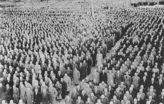 Appell der Aktionshäftlinge vom November 1938 im KZ Buchenwald (Archiv der Gedenkstätte Buchenwald)