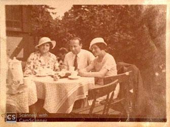Max au milieu avec Adéle á droite