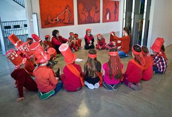 Kinder der VS Stein besuchten die Artothek NÖ in der Kunstmeile. © Artothek.