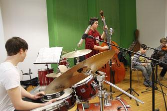 """Jammen, Improvisieren und die Vorbereitung auf Uni und Leistungsabzeichen stehen auf dem Programm der Musikwoche """"Rock & Jazz"""" von 3. bis 6. August in der Musikschule Krems. © Musikschule Krems"""