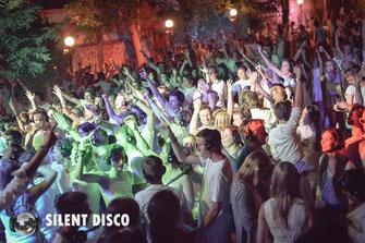"""Foto: Urlaubsfeeling kommt bei der ersten """"Silent Disco"""" am 25. Juli im Kremser Sommerbad auf. © Silent Disco Austria"""