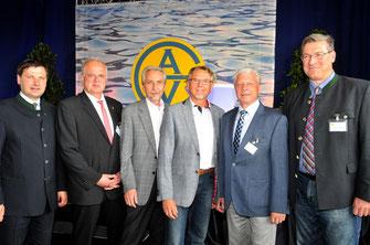 Bürgermeister Dr. Reinhard Resch mit seinen Amtskollegen der GUV-Mitgliedsgemeinden und GUV-Geschäftsführer DI Stefan Tiefenbacher. © Stadt Krems