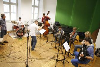 Kremser MusikschülerInnen proben mit ihren Lehrern für das Talentekonzert am 8. Mai. Foto: Stadt Krems.