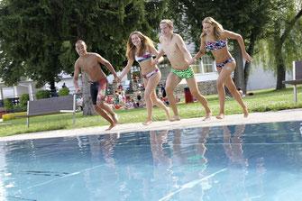 Die Badearena stimmt mit dem Saisonkarten-Vorverkauf auf die bevorstehende Badesaison ein. Foto: Stadt Krems