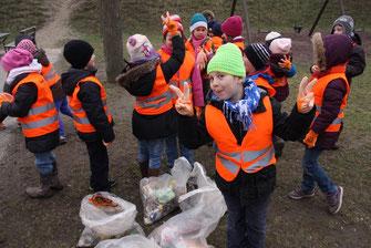 Auf zum fröhlichen Saubermachen! Auch dieses Jahr beteiligen sich Kremser Schüler am Stadtreinigungstag. Foto: Stadt Krems.
