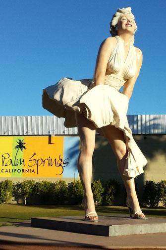 Die Statue von Marilyn Monroe in Palm Springs (Foto vom Nov. 2013) war hier bis 02.04.14 zu sehen.