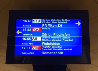 Abfahrtstafeln Bahnhof Löwenstrasse SBB