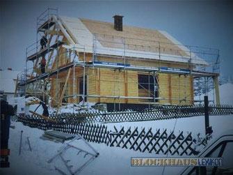 Blockhaus bauen - Blochausbau im Winter - Bauwetter - Grundstück - Montage - Bausatz - Bausatzmontage - Eigenleistungen - Baustelle - Selbstmontage - Ausbauhaus - schlüsselfertig