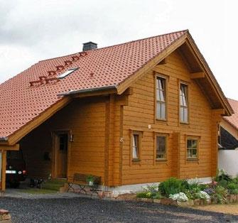 Wohnblockhaus mit Carport  - Bauausführung Lerg Holzhaus - Hessen - Garage, Carport, Doppelgarage - Massivholzhaus - Ökologisch Bauen