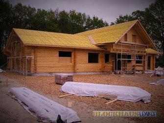Holzhaus - Blockhausbau im Herbet - Bausatz - Selbstbausatz - selbst bauen - Blockhaus bauen - Massivholzhäuser - Wohnblockhäuser - Preise - Baukosten - Baunebenkosten  - Immobilie - Neubau - Rohbau nach Statik
