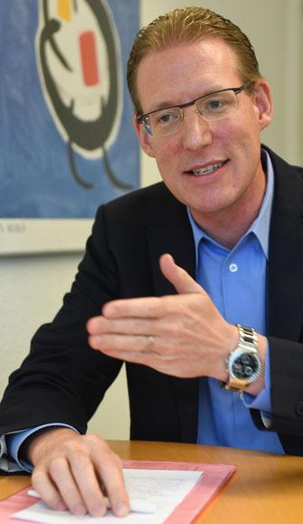 Travailsuissepräsident Adrian Wüthrich: «Es ist wissenschaftlich erwiesen, dass die ersten Tage und Wochen für die Vater-Kind-Bindung sehr wichtig sind.»  Bilder Andreas Blatter