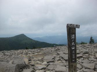 湯の丸山山頂と烏帽子岳