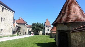 Burg Burghausen, 2. Hof, Büchsenmeisterturm und Kurzer Kasten